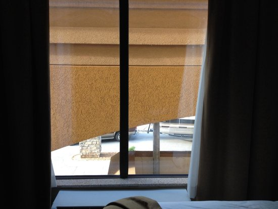 Comfort Inn & Suites Fort Campbell: Not much of a view from this room