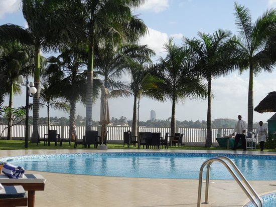 DoubleTree by Hilton Dar es Salaam-Oysterbay: View from pool over Indian Ocean