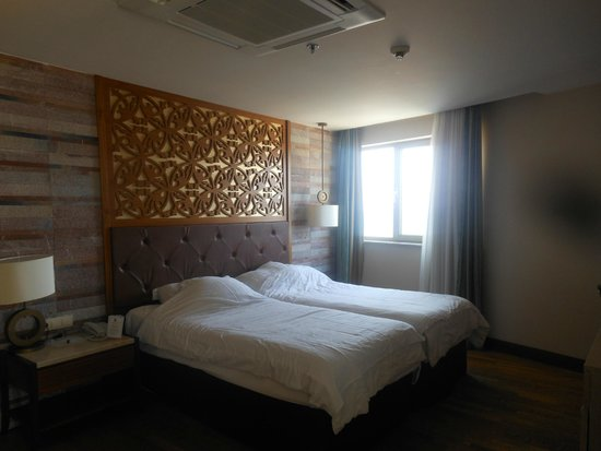 Melas Lara Hotel : chambre