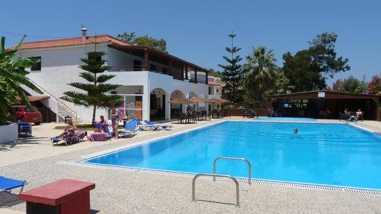 Vallian Village Hotel: Pool area looking towards main building