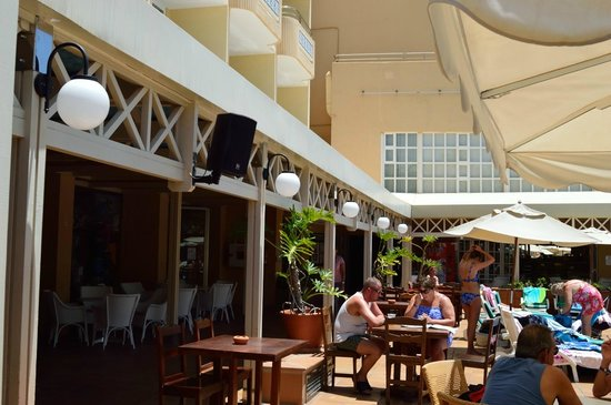 IFA Catarina Hotel: Mesas bar piscina