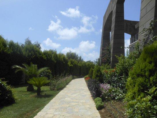Melas Lara Hotel : accès piscine et plage
