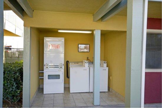 Americas Best Value Inn - Sacramento/Elk Grove: Guest Laundry