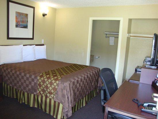 Americas Best Value Inn - Sacramento/Elk Grove: One Bed