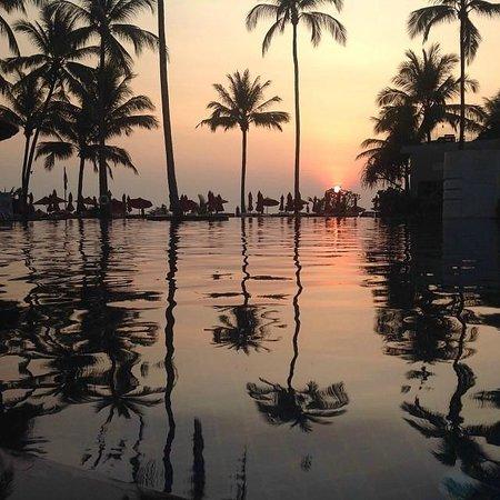 Ramada Khao Lak Resort: Bassenget om kvelden