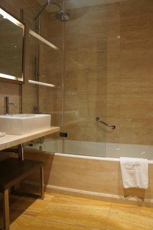 NH Collection Palacio de Tepa: Bathroom
