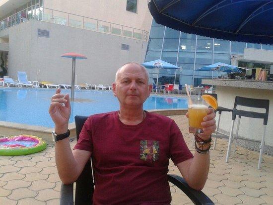 Ivana Palace Hotel: Top pool bar cocktails