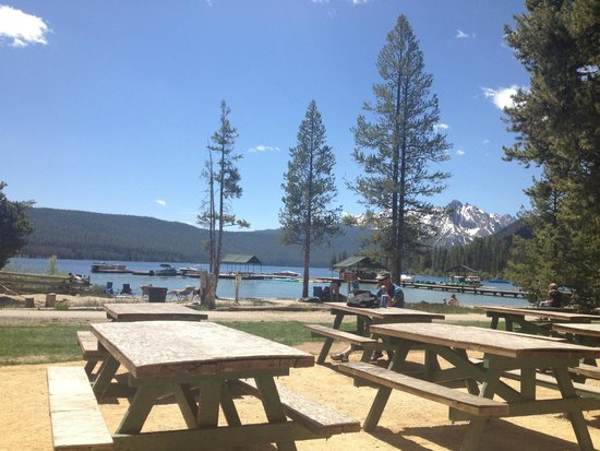 Redfish Outlet Lake: Looking out over picnic and beach area