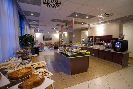 Holiday Inn Express Rome - San Giovanni: variado desayuno