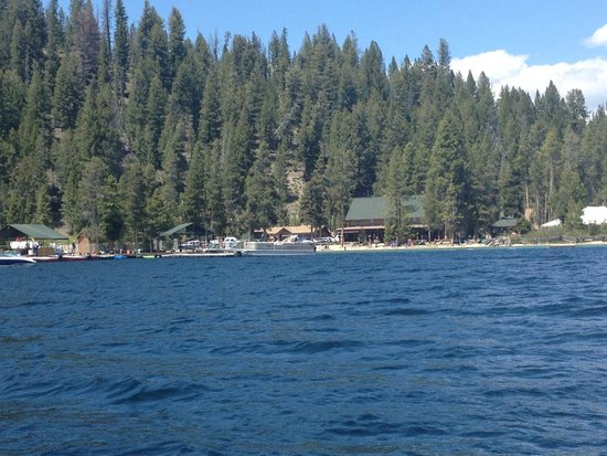 Redfish Outlet Lake: Lodge and Marina