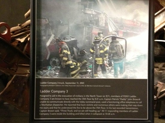 Mémorial du 11-Septembre : Ladder Co 3 assisting in North Tower