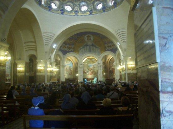 Sanctuaire Notre Dame de Lourdes : Inside the Sanctuary