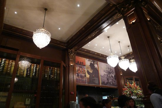 Fogo de Chao Brazilian Steakhouse : The interior