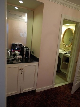 Royal Sonesta Harbor Court Baltimore: bathroom