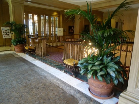 Royal Sonesta Harbor Court Baltimore : 2nd floor - grand staircase down to lobby