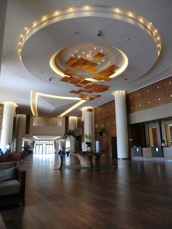 Movenpick Ambassador Hotel Accra : The ornate lobby