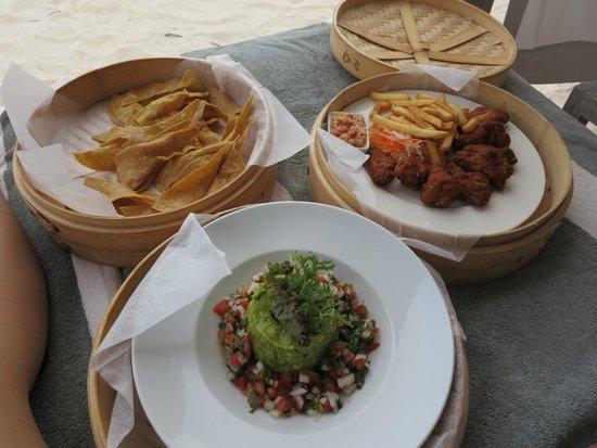 NIZUC Resort and Spa : Snacks on the beach!