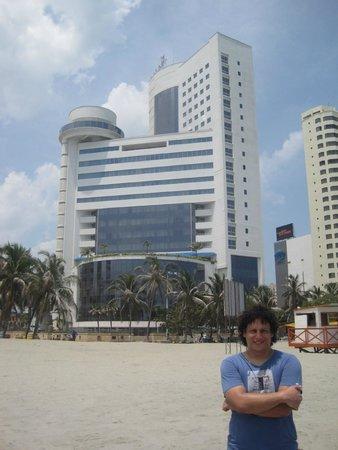 Hotel Almirante Cartagena Colombia : Desde la playa, un hotel muy bonito y emblemático