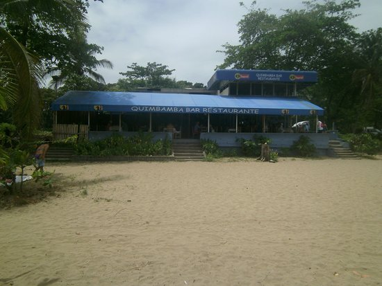 Puerto Limon, Kostarika: There is a restaurant and bar at the beach