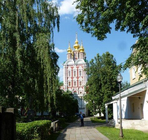 Novodevichy (New Maiden) Convent and Cemetery: Desprolijo