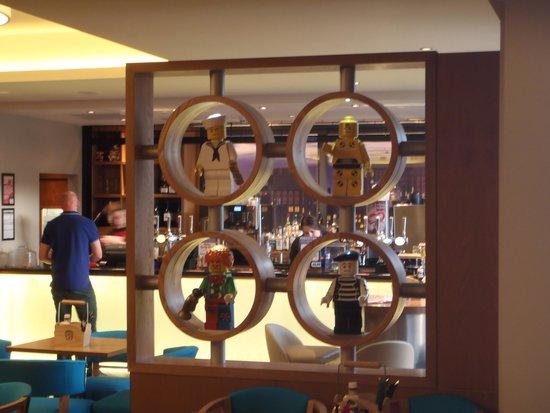 LEGOLAND Resort Hotel: バーの飾り
