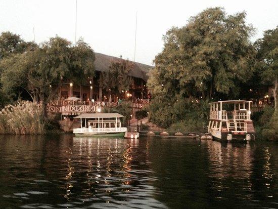 Chobe Marina Lodge: Returning from the river cruise