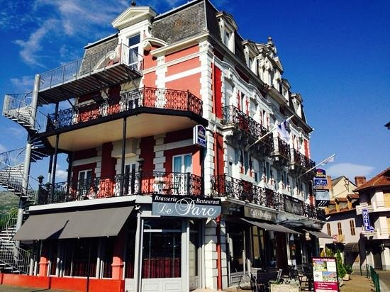 Best Western Hotel BeauSejour Lourdes: just opposite the train station