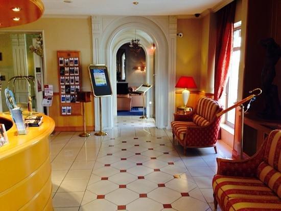 Best Western Hotel BeauSejour Lourdes: hotel reception