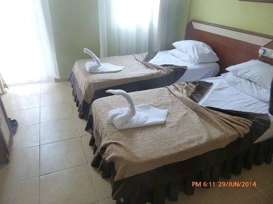 Taner Hotel: our room it was nice having seperate beds  we just pushed them together as you have a loot more