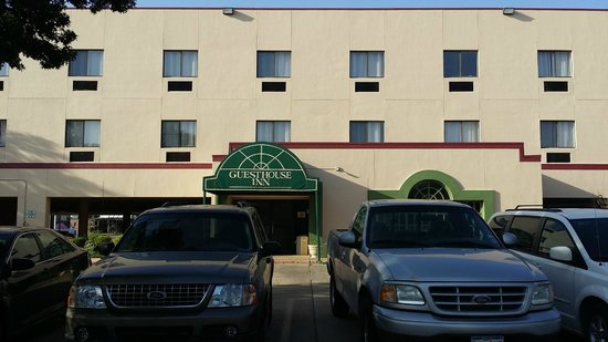 Guesthouse Inn & Extended Stay Suites: View from outside