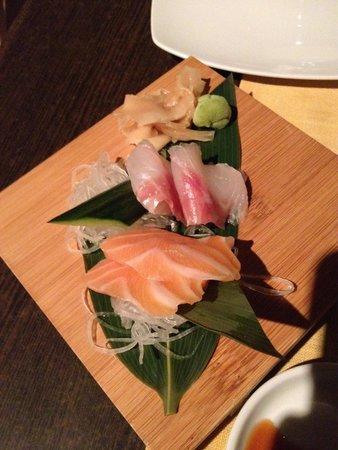 Ginger Sushi Lounge : Tsukuri (Raw Fish) Salmon, Hamachi