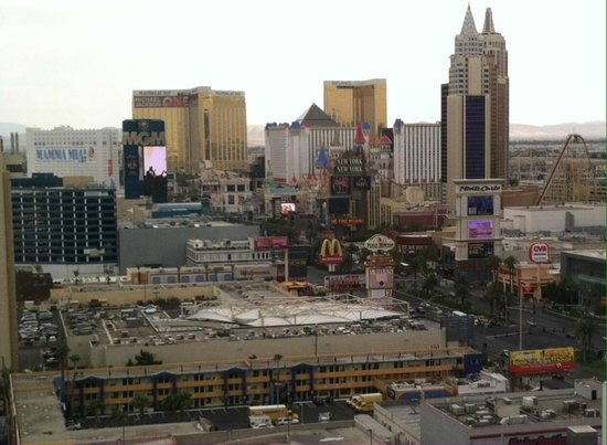 Planet Hollywood Resort & Casino: View of strip from 22nd floor