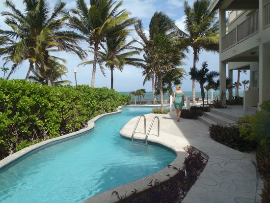 The Landings at Tres Cocos: This is the pool looking out at the ocean