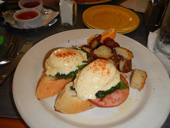 Cimboco: Eggs benedict