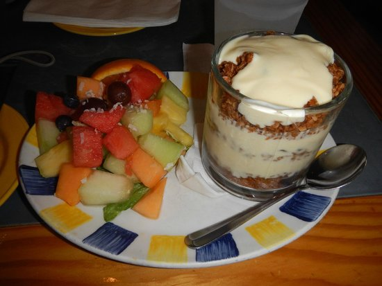 Cimboco: Fruit with yogurt muesli