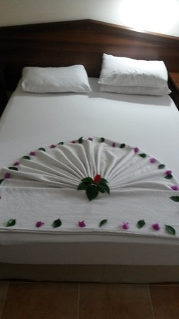 Karbel Hotel: Hotel bed  made by maids