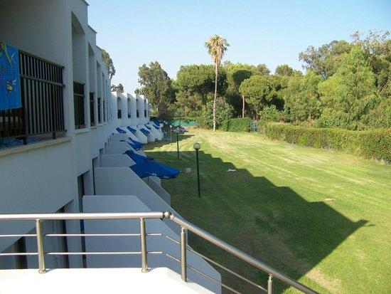 Park Beach Hotel: WIDOK Z DRUGIEJ STRONY HOTELU
