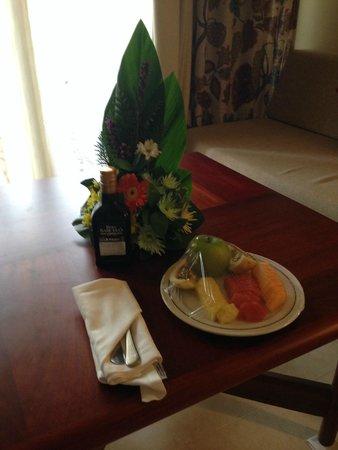 Iberostar Bavaro Suites: Welcome fruit and Rum