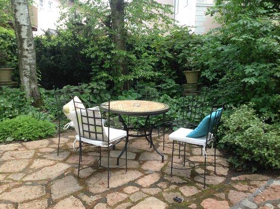 Hotel&Villa Auersperg : Lovely courtyard spot
