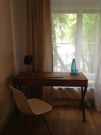 Hotel&Villa Auersperg : Room desk
