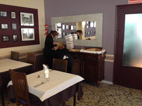 armario comedor - Picture of Fonda Montserrat, Cambrils - TripAdvisor