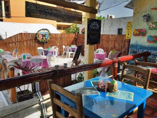 Los Peleones: Вкусная кухня, красивый вид со второго этажа и wi-fi! Что еще для счастья нужно?!
