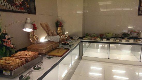 Amora Resort Tapae Chiangmai : 酒店早餐