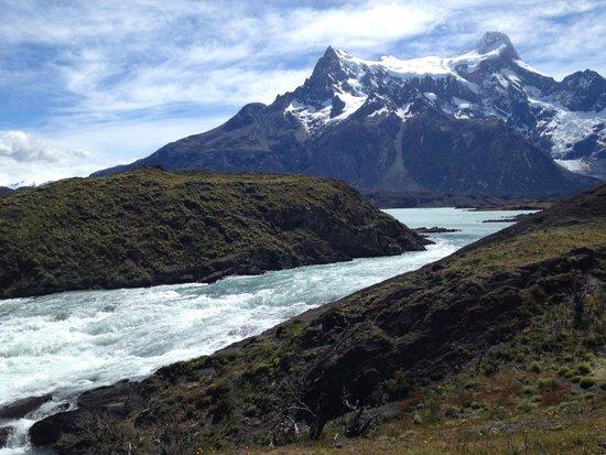 """Hotel del Paine: O rio e sua """"corrente"""", geleiras abaixo."""