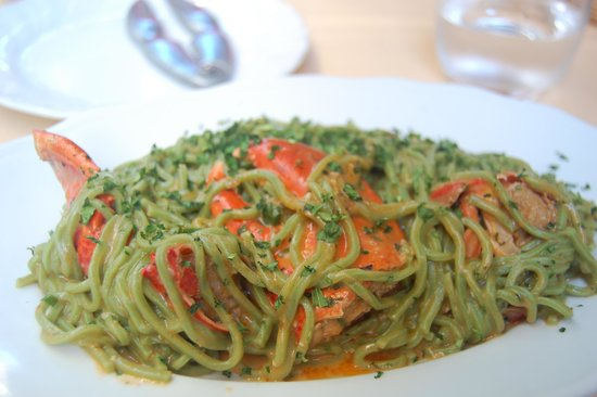Antico Borgo: Green pasta with lobster - yum!