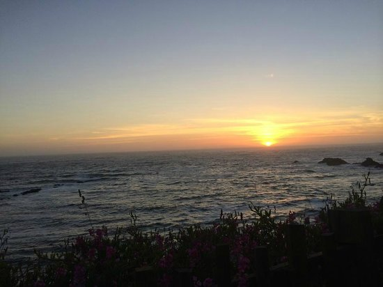 Sea Rock Inn : View of the sunset over the ocean
