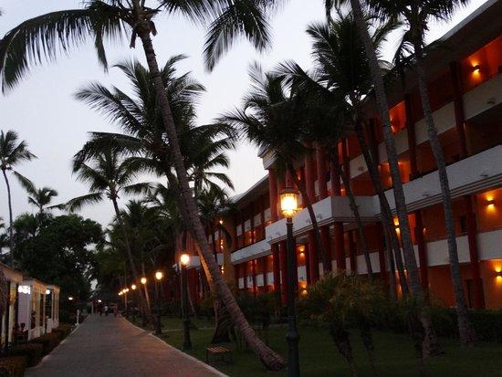 Iberostar Dominicana Hotel: Zona de tienditas