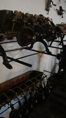 Museo del vino: Antiguas herramientas utilizadas para la cosecha