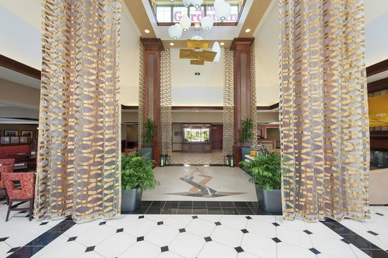 Hilton Garden Inn Indianapolis South/Greenwood : Lobby Entrance