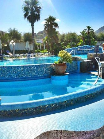 Hotel Tritone Wellness Center: Qualche piscina